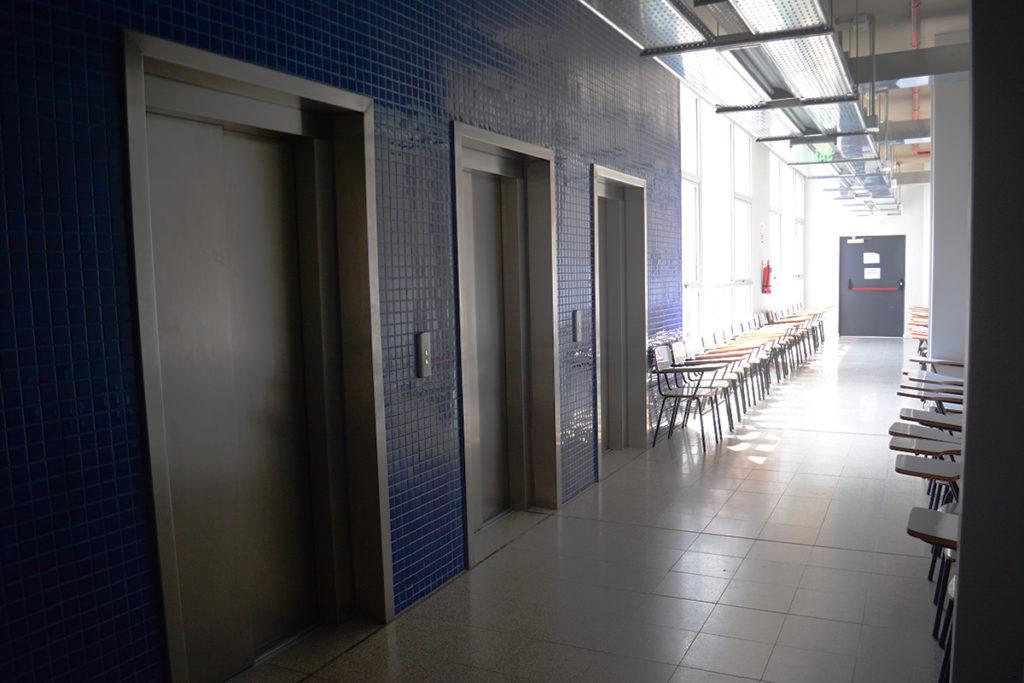 Ascensores acceso Av. Gonzalo Ramírez