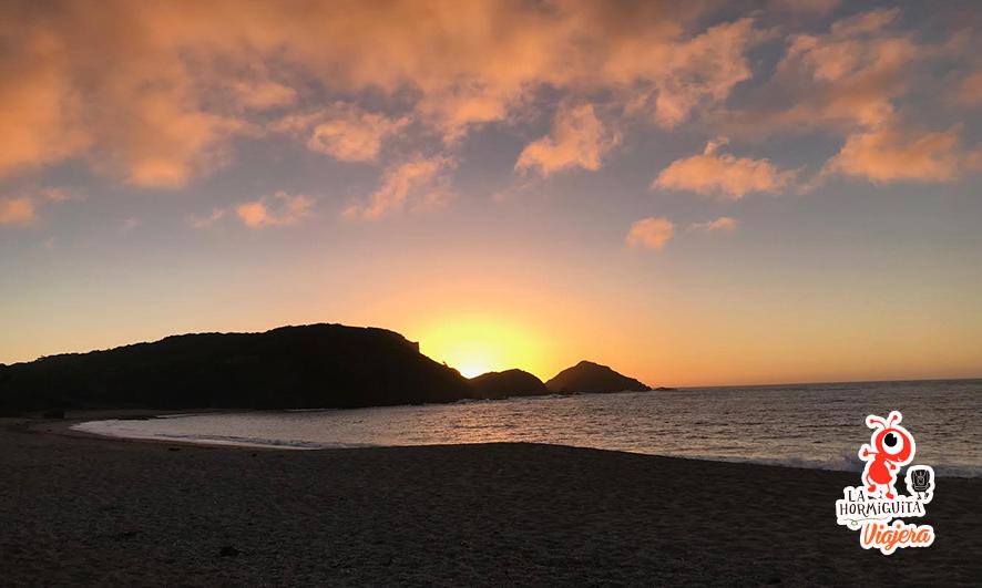 Atardecer sobre el acantilado - Playa Cole Cole - Isla Chiloé - Enero 2018.